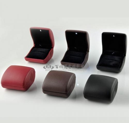 Черная бархатная коробочка для кольца размеры купюры евро
